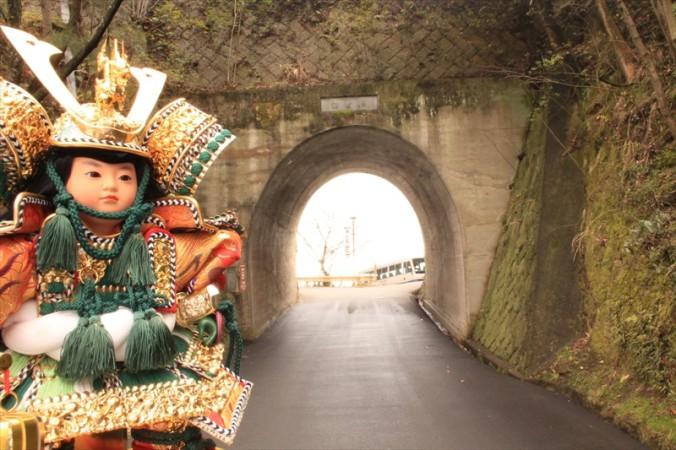 トンネルを越えると眼下に広がる尾道水道